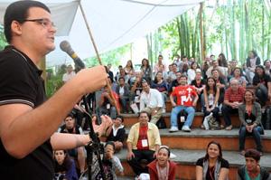 Fábio Borges provoca gargalhas em show de Stand Up